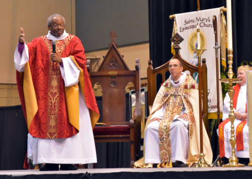Presiding Bishop Curry preaches in Vicksburg, Mississippi. Photo: Jeanie Munn