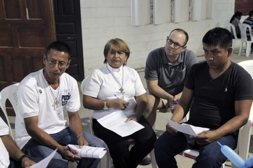 Dr. Marc Mickiewicz Church of the Good Shepherd in Brentwood, Tennessee, and the Rev. Betty Juarez Villamar participate in a small group discussion during the June 11 disaster response workshop. Photo: Lynette Wilson/Episcopal News Service