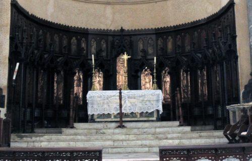 Altar mayor de la catedral anglicana de Cristo marca el sitio donde una vez estuvo el poste de las flagelaciones. Foto de Lynette Wilson/ENS.