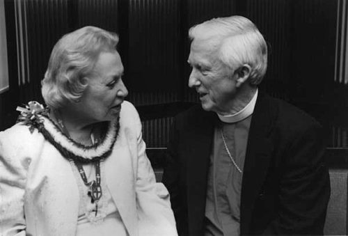 Then-Presiding Bishop Edmond Browning talks with Pamela Chinnis, the then-president of the House of Deputies. Photo: Episcopal Archives via Episcopal News Service