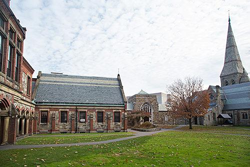 La Escuela Episcopal de Teología en Cambridge, Massachusetts, se creó en 1974 mediante la fusión de la Escuela Teológica Episcopal y la Escuela de Teología de Filadelfia. Es uno de los más pequeños de los 10 seminarios acreditados de la Iglesia Episcopal. Foto de la Escuela Episcopal de Teología.