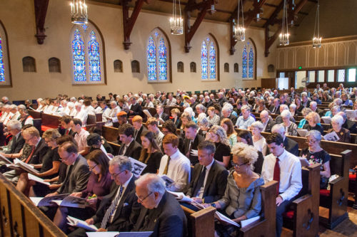 Hundreds gathered to pay tribute to the 24th Presiding Bishop Edmond Lee Browning at a July 19 memorial service in Portland, Oregon. Photo: Frank DeSantis, Diocese of Oregon