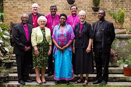 Miembros del equipo de trabajo del Arzobispo de Cantórbery se encuentran en la Oficina de la Comunión Anglicana en Londres para su primera reunión. Foto de ACNS.