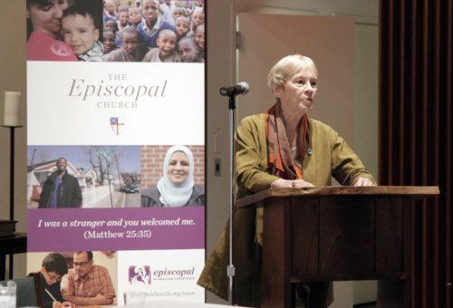 """Karen Koning AbuZayd habla durante """"Un Pueblo Unido: Diálogo sobre el Reasentamiento de Refugiados y la Acogida Leal"""", un evento que tuvo lugar el 14 de septiembre auspiciado por el Ministerio Episcopal de Migración. Foto de Lynette Wilson."""