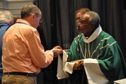 The House of Bishops celebrated Eucharist on the opening day of the Sept. 15-20 meeting in Detroit. Photo: Mary Frances Schjonberg/Episcopal News Service