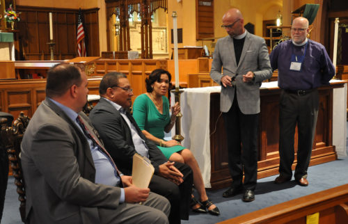 Flint Mayor Karen Weaver discusses the city's water crisis during a Sept. 17 briefing at St. Paul's Episcopal Church. Diocese of Eastern Michigan Bishop Todd Ousley, far right, and the Rev. Dan Scheid, St. Paul's rector, organized the briefing as the first stop on a tour of Episcopal Church ministry sites in Flint for bishops, their spouses and others. Michigan Senate Minority Leader Jim Ananich (D-Flint), left, and Flint pediatrician Larry Reynolds, a member of the Flint Water Advisory Task Force, also participated. Photo: Mary Frances Schjonberg/ Episcopal News Service