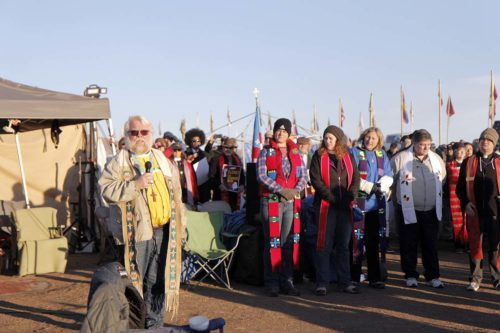 The Rev. John Floberg, supervising priest of the Episcopal churches on the North Dakota side of Standing Rock, gives instructions to more than 500 people from 20 faith backgrounds gathered in the Oceti Sakowin Camp just after dawn. Photo: Lynette Wilson/Episcopal News Service