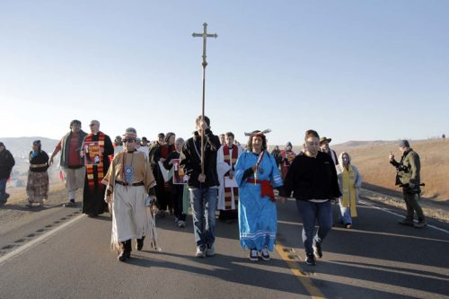 More than 500 interfaith witnesses marched north along Highway 1806 to the backwater bridge where they formed a Niobrara Circle of Life. Photo: Lynette Wilson/Episcopal News Service