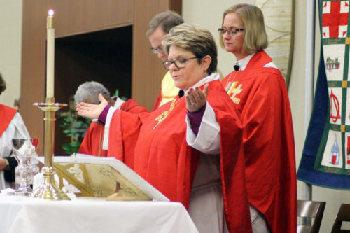 Bishop DeDe Duncan-Probe of Central New York celebrates Holy Communion following her ordination and consecration as bishop. Photo: Sue Cenci/Episcopal Diocese of Central New York