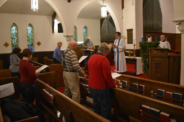 Mowers leads congregation