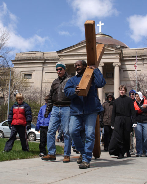 Des Moines cross procession