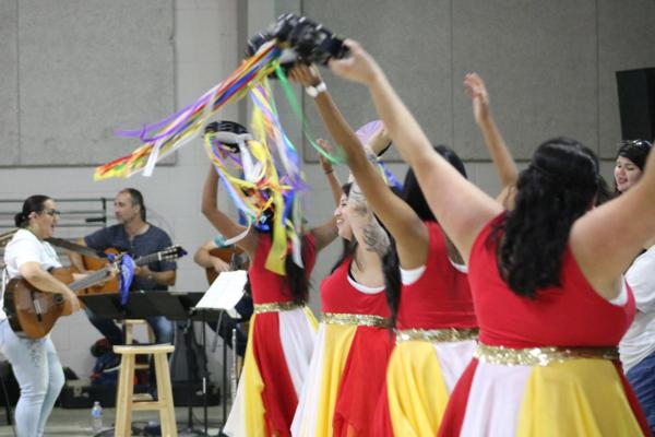 Nuevo Amanecer dancing