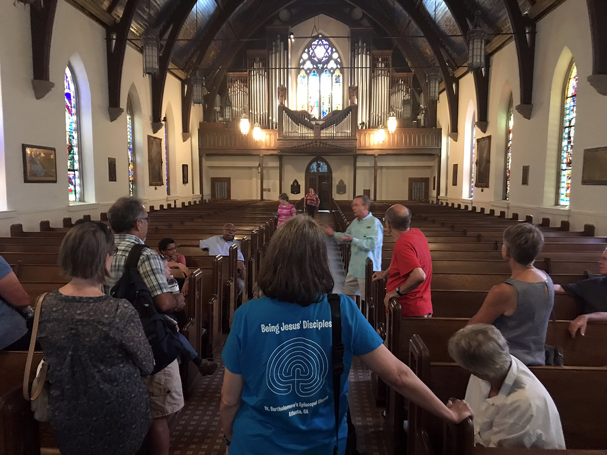 Episcopal news service st pauls episcopal church robert c wisnewski jr rector in blue shirt explained its history as the home church of confederacy president malvernweather Choice Image